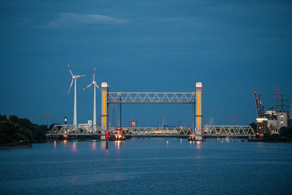 Die Kattwykbrücke im Hamburger Hafen. (Archivbild)
