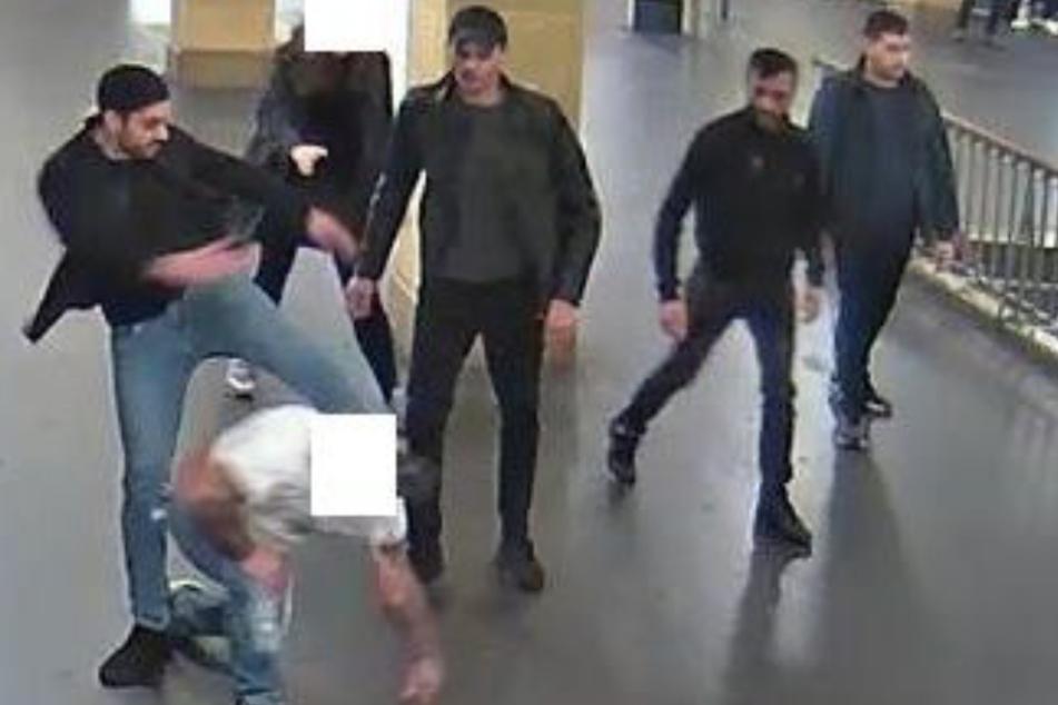 Berlin: Polizei fahndet nach brutaler Schläger-Truppe: Wer kennt diese Männer?