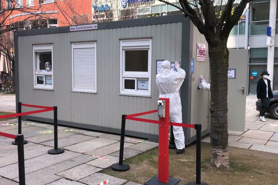 Auf dem Jakobikirchplatz steht auch ein Test-Container.