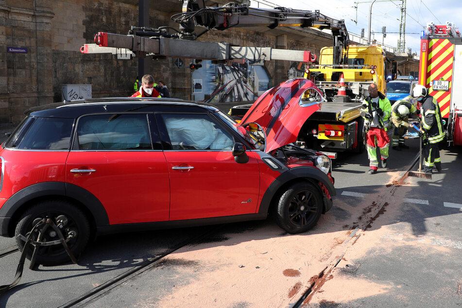 Kreuzung gesperrt: Mini-Fahrer bei Unfall in Dresden verletzt