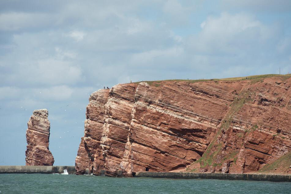"""Der Felsen """"Lange Anna"""" ist das Wahrzeichen der Nordseeinsel Helgoland. (Archivbild)"""