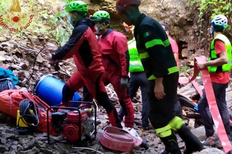 Höhlendrama in Italien: Drei Männer nach Wassereinbruch eingeschlossen, einer stirbt