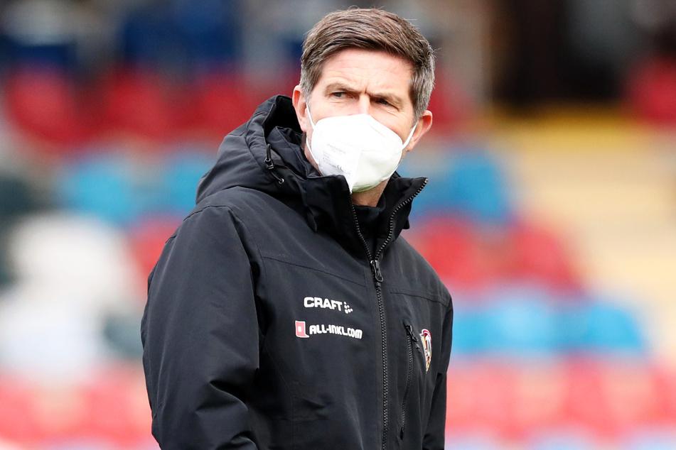 Dynamos Sportchef Ralf Becker (50) guckte erst angespannt, war nachher aber um so erleichterter.