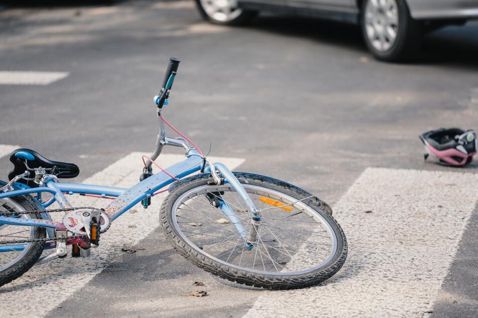 Mädchen bei Zusammenstoß mit Auto schwer verletzt