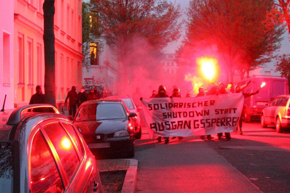 Die Demonstrierenden zogen durch die Gegend rum um den Lene-Voigt-Park.