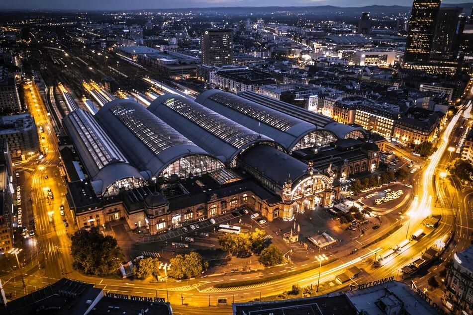 Bahnhof Frankfurt. (Bild: Jan Philipp Thiele, Unsplash)