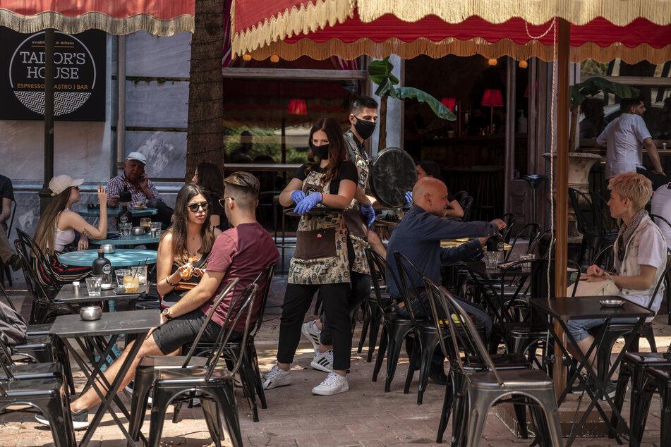 Auch Bars und Kneipen dürfen öffnen - wenn sie Tische für ihre Gäste haben. (Symbolbild)