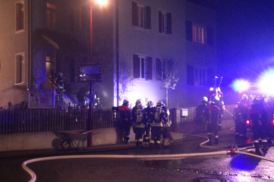 Ofen fackelt Pfarrheim-Zimmer ab, Pfarrer erleidet Rauchvergiftung