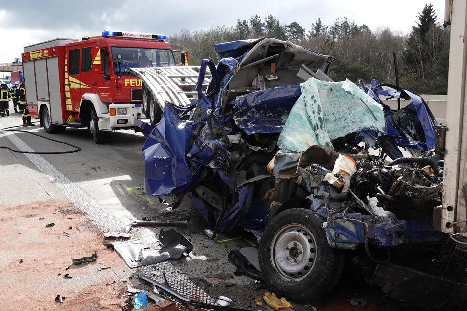 Unfall A2: Bremsenden LKW zu spät bemerkt! Schon wieder tödlicher Crash auf der A2
