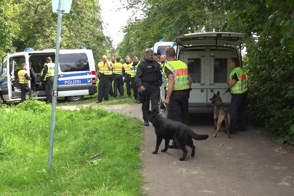 Bei der Suche nach dem Flüchtigen kamen den Beamten auch Spürhunde zur Hilfe.