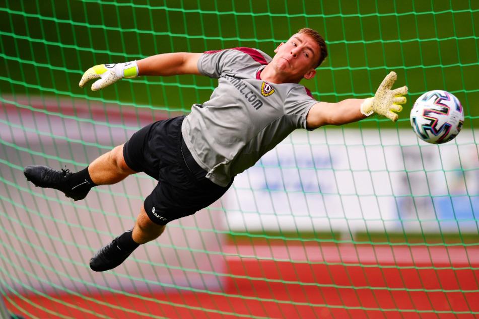Schlägt am heutigen Montag seine Stunde? In der Vorwoche beim 1:0 in Aue parierte Kevin Broll einen Foulelfmeter. Gegen den HSV ist der Dynamo-Keeper wieder gefragt.
