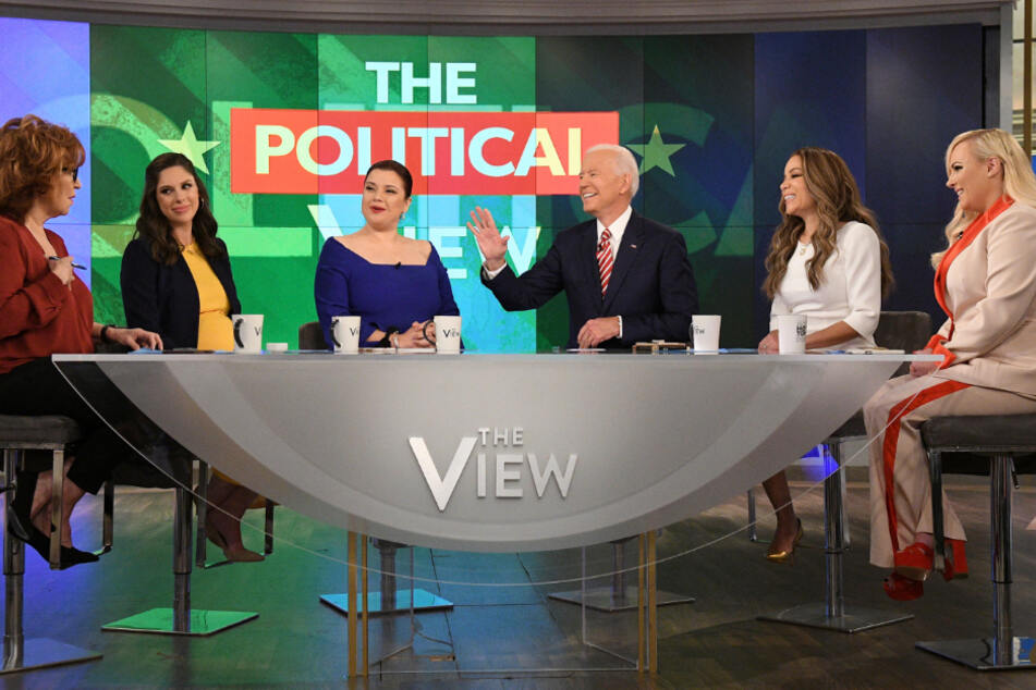 Meghan McCain (r.) und Joe Biden 2019 zu Gast bei einer Talkshow.