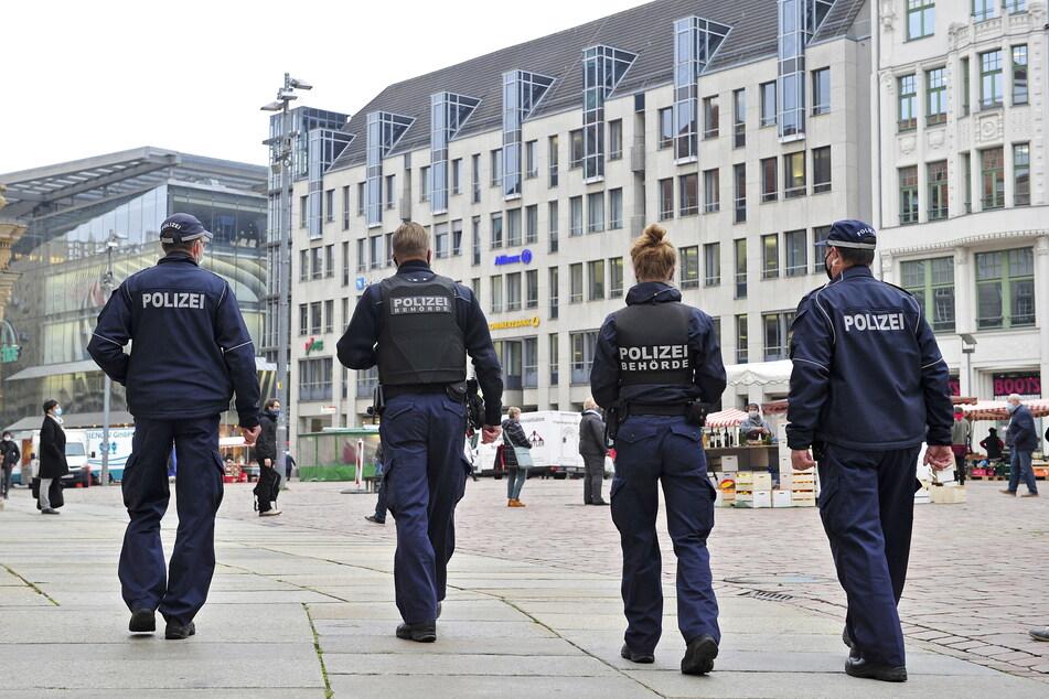 Auch Ordnungsamt und Polizei spüren für das Gesundheitsamt Quarantäne-Flüchtlinge auf.