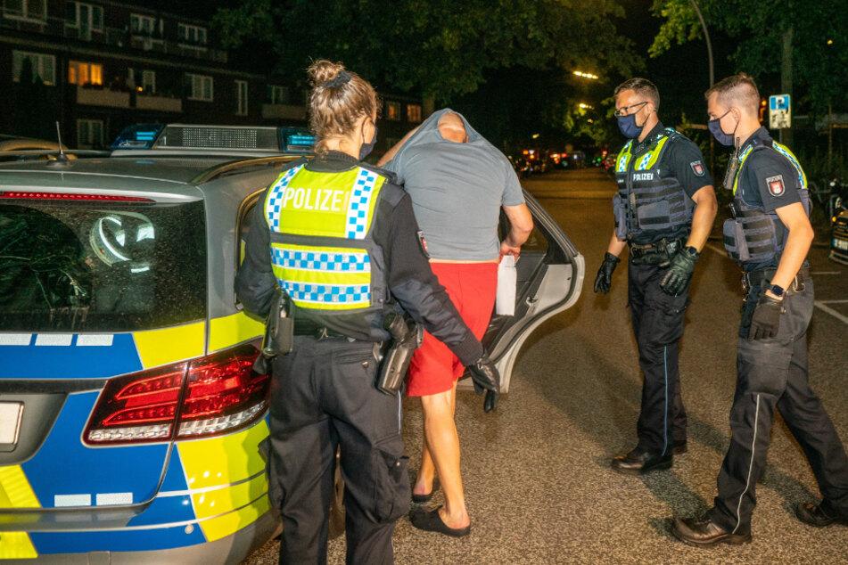 Streit unter Nachbarn eskaliert: Männer mit Cuttermesser attackiert