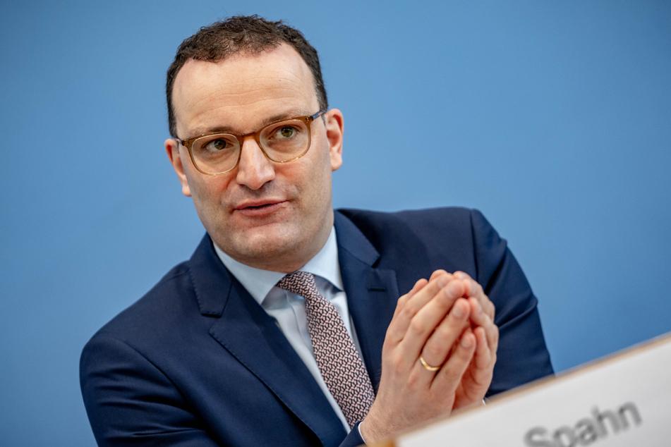 Neuer Tages-Rekord! Jens Spahn verkündet positive Impf-Neuigkeiten