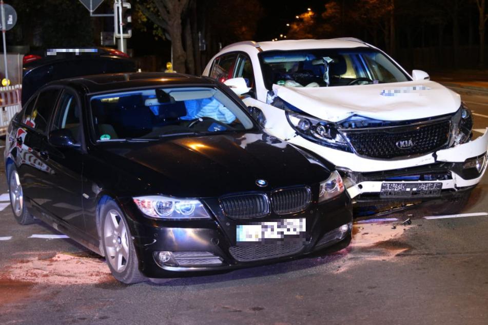 Auf der Prager Straße in Leipzig ist es am Sonntagabend zu einem Unfall zwischen einem BMW und einem Kia gekommen.