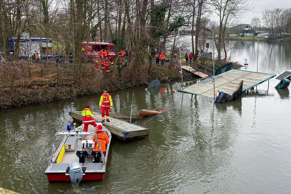 Bootsverleih geht baden: Intensiver Einsatz für Feuerwehr und Co.