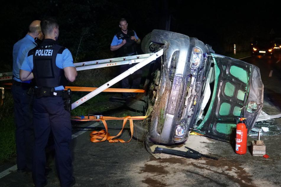 Einsatzkräfte der Polizei sicherten die Unfallstelle in Schöpstal.