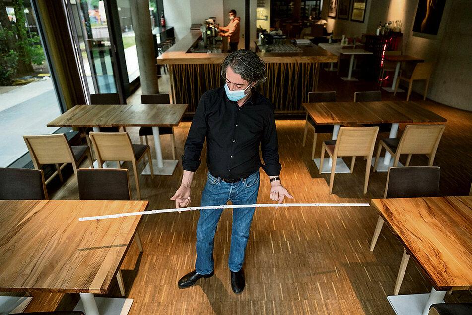 In Gaststätten müssen Tische einen Abstand von 1,50 Meter haben - nicht 2,50 Meter.