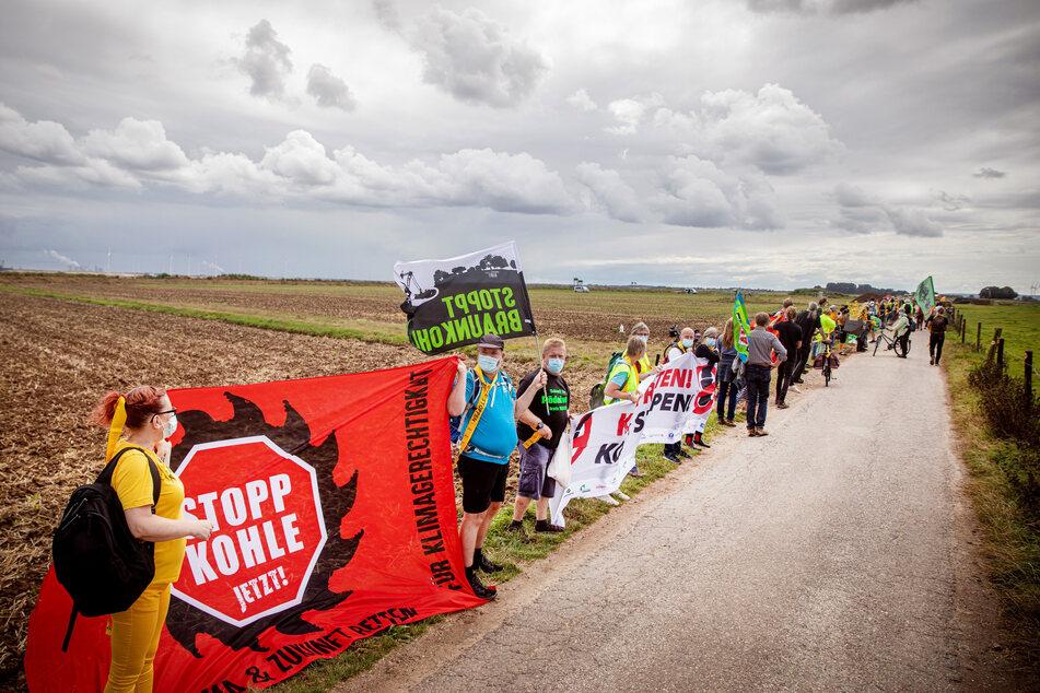 Am Samstag hatten Menschen gegen den Tagebau Garzweiler und einen möglichen Abriss benachbarter Dörfer protestiert.