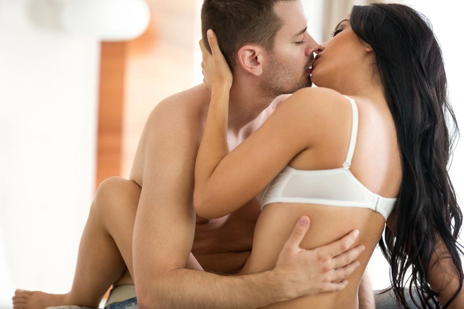 87,2 Prozent der Männer geben an, dass sie das Kondom überziehen. (Symbolbild)