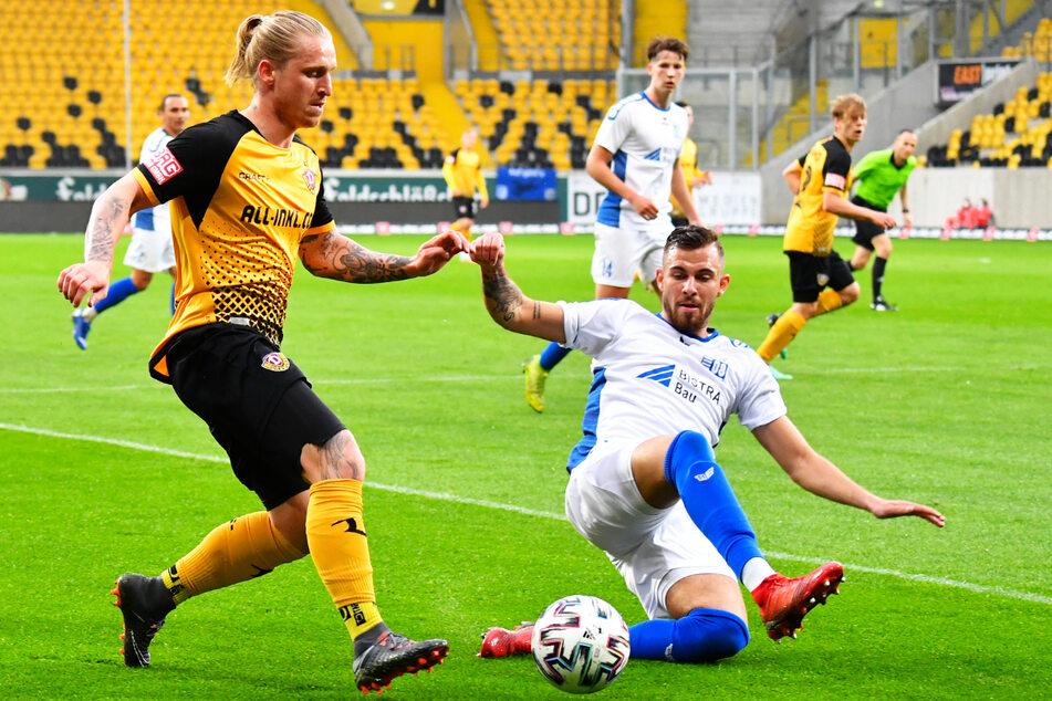 Auch Rudolf Sanin (21, v.-r.) stand im Sachsenpokal-Viertelfinale auf dem Rasen. Hier grätscht er Dynamos Offensivspieler Marvin Stefaniak (26, v.-l.) ab.