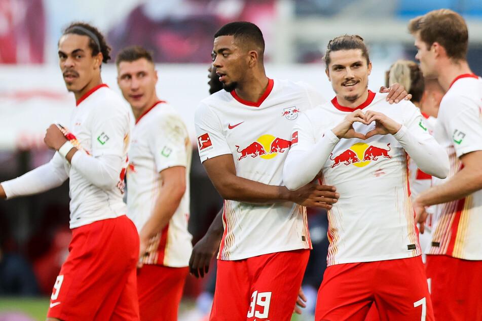 Nationalspieler Benjamin Henrichs (24, m.) wird den Leipzigern wohl noch lange erhalten bleiben.
