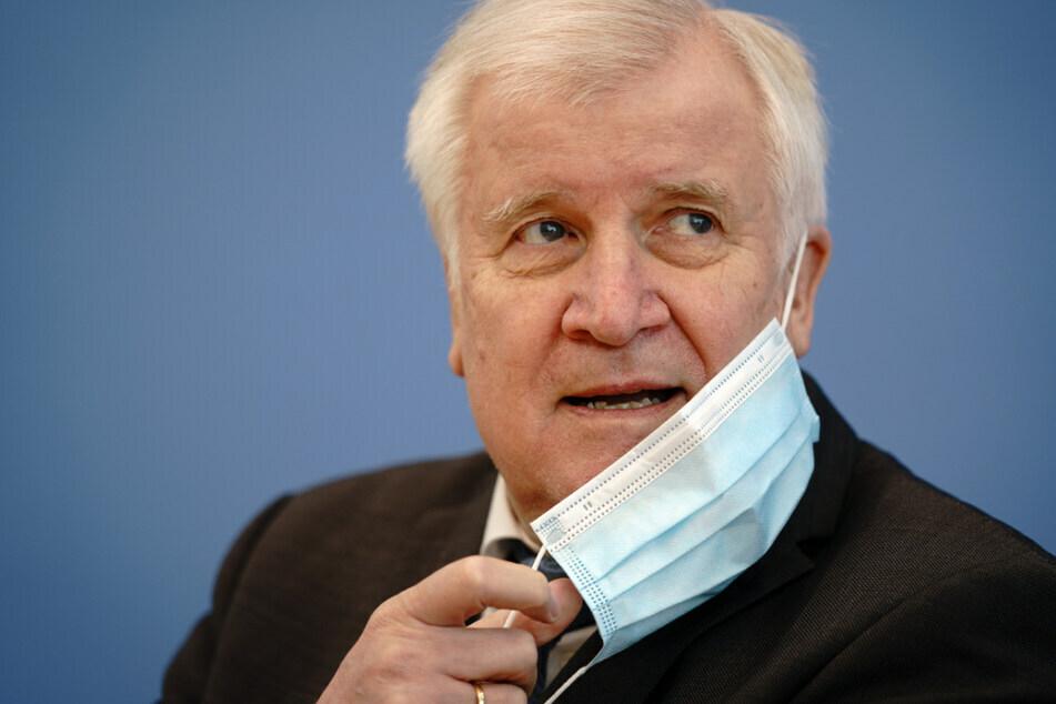Bundesinnenminister Horst Seehofer (72) fordert, dass Corona-Tests weiterhin kostenfrei bleiben.