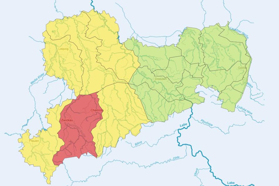 Während die Lage in Ostsachsen entspannt ist, gibt es Unwetter-Warnungen im Südwesten des Freistaats.