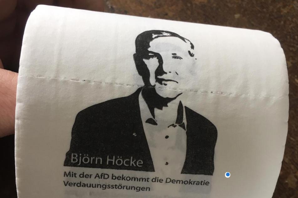 Künstler verschenkt limitiertes Klopapier mit dem Gesicht von Björn Höcke!