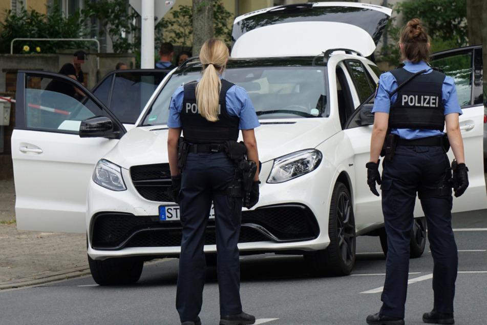 Die Polizei in Darmstadt stoppte einen weißen SUV und nahm die Insassen fest.