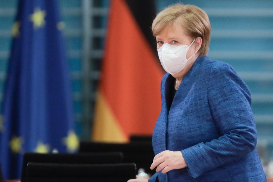 Bundeskanzlerin Angela Merkel (CDU) kommt zur Sitzung des Bundeskabinetts im Kanzleramt.