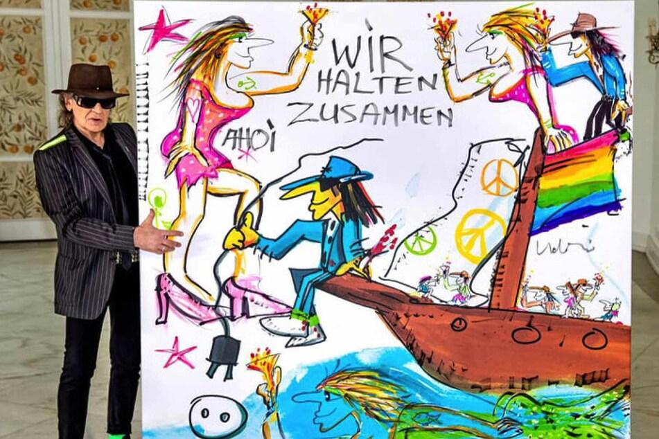 Panik-Rocker Udo Lindenberg (71) posiert neben seinem selbstgemalten Kunstwerk.