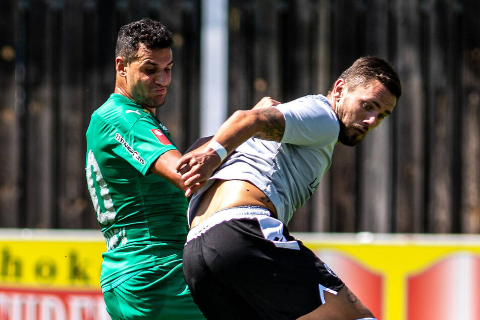 So schnell geht's: Am Sonnabend bestritt Pascal Testroet (r.) bereits sein erstes Spiel für den SV Sandhausen - gegen Tirol Wattens aus Österreich.