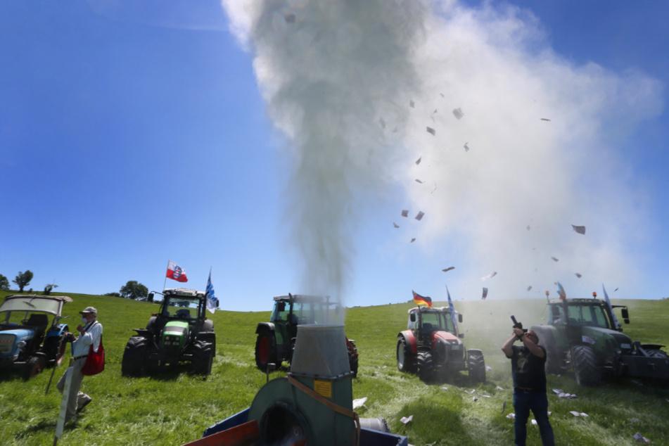 Milchbauern protestieren auf besondere Weise: Polizei muss Aktion beenden