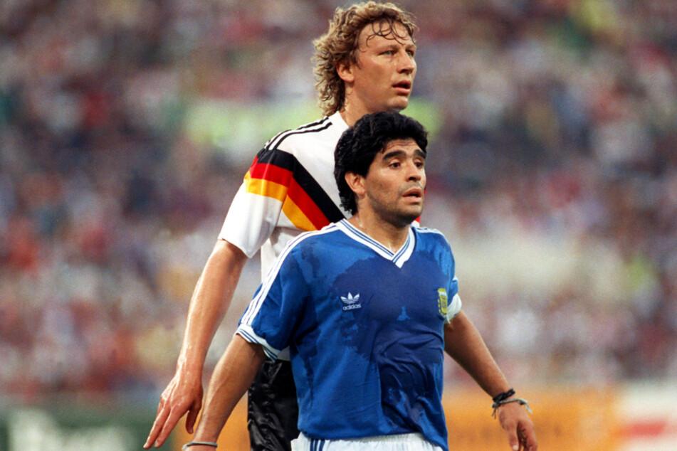 Beim WM-Finale 1990 in Rom hatte Diego Maradona (vorne) keine Chance gegen den deutschen Nationalspieler und VfB-Legende Guido Buchwald.