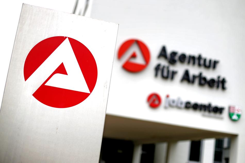 Die Agentur für Arbeit und das Jobcenter.