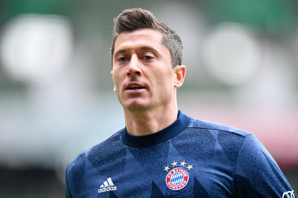 Robert Lewandowski (32) wird dem FC Bayern München weiter fehlen - und Trainer Hansi Flick (56) hat noch weitere Fragezeichen zu bewerten.