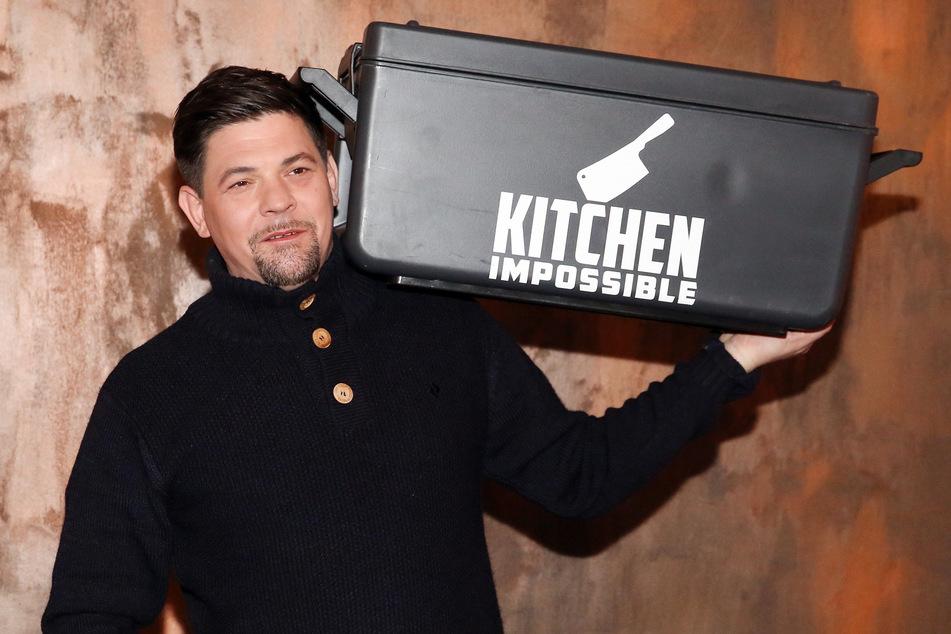 """Viele kennen den TV-Koch Mälzer (49) als Gastgeber in der Show """"Kitchen Impossible""""."""