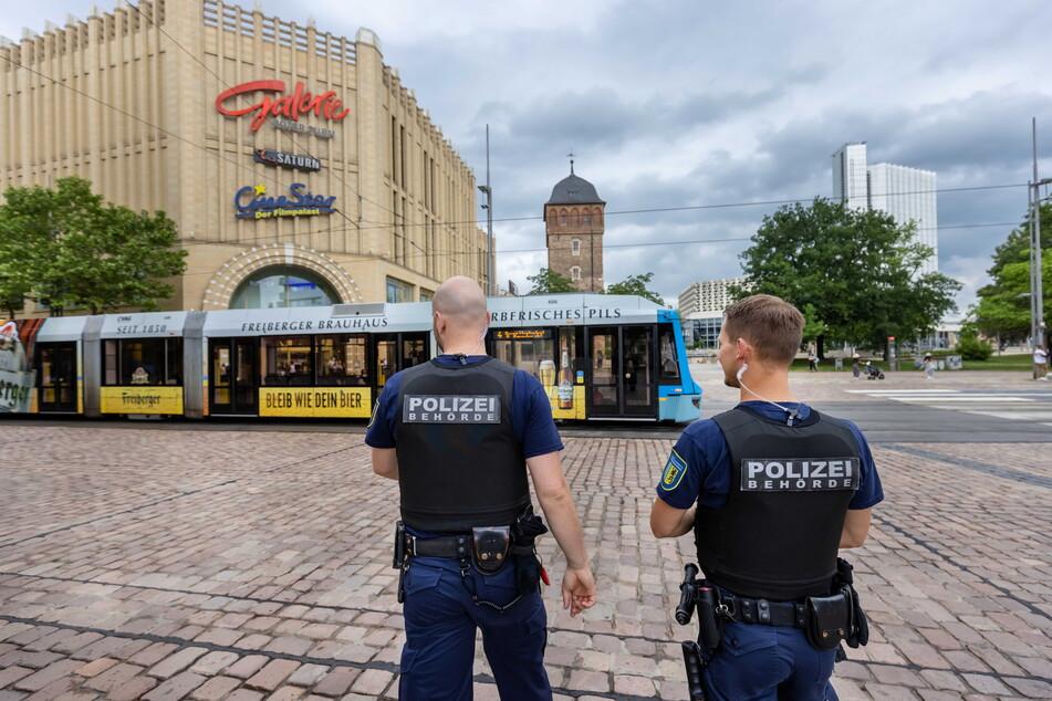 Der Stadtordnungsdienst unterstützt die Polizei bei der Kontroll-Offensive im Zentrum.