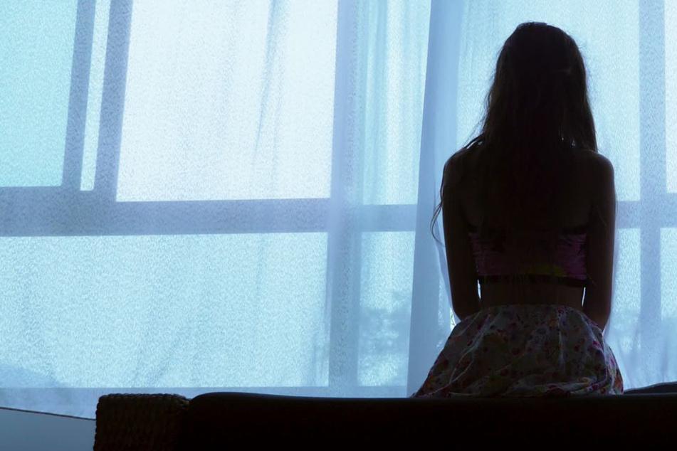 Kind (13) ist nach Vergewaltigung schwanger: Der nächste Schock folgt, als sie den Vater benennt