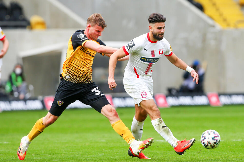 Antonios Papadopoulos (21, r.) kam in den zurückliegenden vier Spielzeiten in der 3. Liga zum Einsatz. Erst beim VfR Aalen und später beim Halleschen FC.