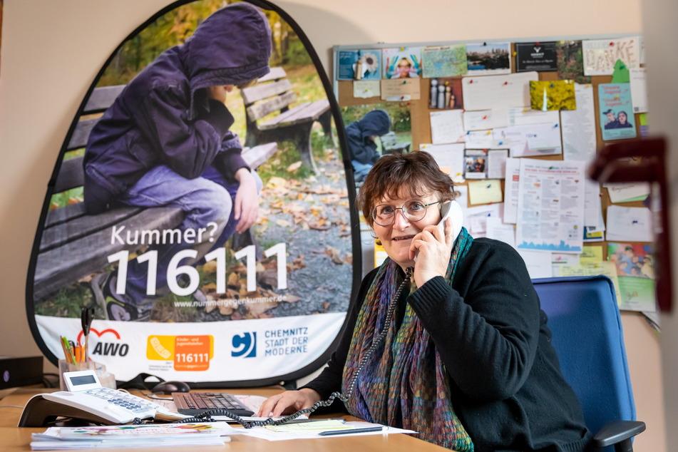 Kerstin Graff (61) muss am Kinder- und Jugendtelefon seit Corona öfter über Gewalt und Missbrauch sprechen.