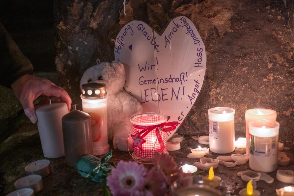 Am Abend zündeten die Menschen in Trier Kerzen für die Opfer der Amokfahrt an.