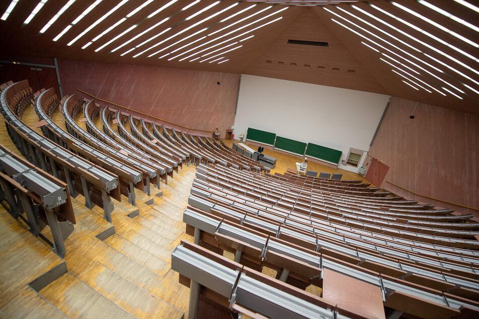 """Die meisten deutschen Hochschulen kommen zwar gut durch das aktuelle """"digitale Sommersemester"""", machen sich aber Sorgen um die Zukunft."""