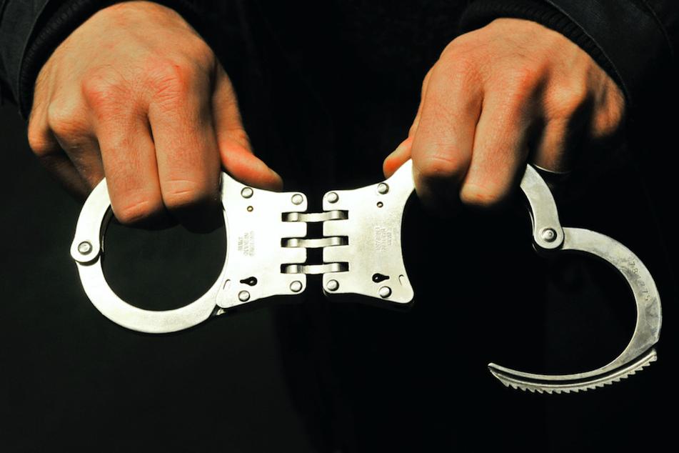 Die Verdächtige konnte noch am Tatort festgenommen werden. (Symbolbild)