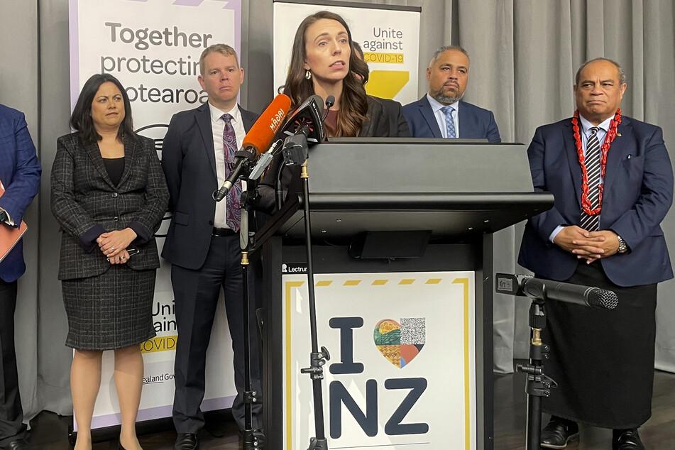 Neuseeland, Wellington: Jacinda Ardern, Premierministerin von Neuseeland, hält eine Rede. Ardern kündigte Pläne an, die neuseeländischen Grenzen für internationale Reisende ab Anfang nächsten Jahres vorsichtig wieder zu öffnen.