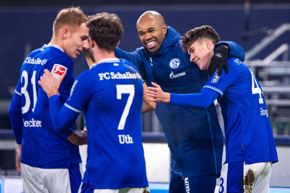 Den Schalkern fielen riesengroße Steine vom Herzen! Gegen die TSG 1899 Hoffenheim feierten die Knappen nach fast einem Jahr endlich wieder einen Bundesliga-Sieg.