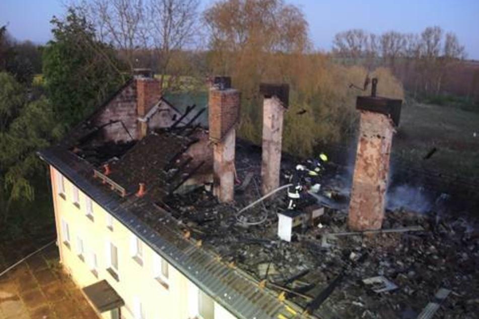 Leipzig: 100.000 Euro Schaden: Mehrfamilienhaus über Nacht in Flammen