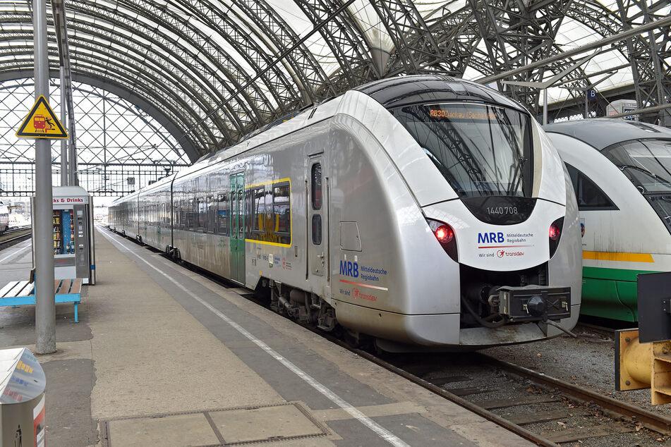 """So ein """"Silberpfeil"""" fährt nur noch einmal am Tag von Dresden nach Hof und zurück."""